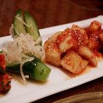 焼肉 穂坂 - キムチ。白菜、キュウリ、カクテキ、山芋