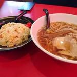 中華料理 長楽園 - 料理写真:醤油ラーメンと炒飯のセット