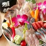 海辺下浦港 - 当店名物の海鮮バケツ盛り!