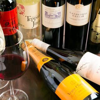ワインにこだわる厳選の40種&オリジナルワイン