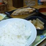 味成 - 子持ちカレイの煮付け定食