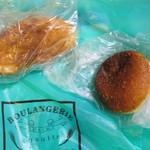 ブーランジェリー エミュウ - 料理写真:帰宅後に潰れてしまっていた自家製カレーパン、にっこりカレーパン