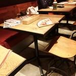 yelo - ☆テーブル席はこんな感じです(*^。^*)☆