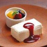 手羽先唐揚 鳥良 - 手作りチーズケーキ&ラズベリーソース