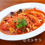 スペイン海鮮料理 ラ マーサ - 魚介の旨味とトマトの酸味が絶妙『金目鯛のサルスエラ』