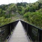あし湯カフェ エスポ - となりの吊り橋。結構揺れますσ(^_^;)。