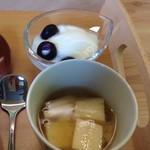 67134938 - 味噌汁とヨーグルト