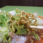 タイコウ - カリカリに揚げた麺を使ってます