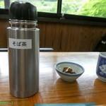 玄庵 檜原 - 蕎麦茶とつき出しは沢庵