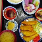 67138096 - 白身魚のフライと刺身定食