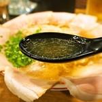 67139943 - 中華そば しょうゆ味 肉大盛(スープ)