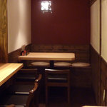 寺田屋 - 奥のテーブルではおでん鍋をグツグツ囲んでワイワイできます。