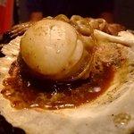 大阪産(もん)料理 空 - 活け帆立貝の浜焼き。冷凍もんとの違いを感じてください