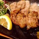 大阪産(もん)料理 空 - 犬鳴豚の食べ比べは当店のオリジナル。色々味わってください