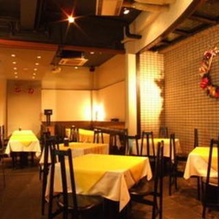 中華料理店とは思えない、洗練されたスタイリッシュな雰囲気