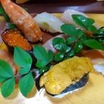 寿司割烹 西村 - ◆上にぎり:10貫:3000円:外税・・海老・鮪・カンパチ・烏賊・イクラ・サーモン・カイワレの昆布〆・??・赤貝・雲丹 鮪が美味しくカンパチも意外に美味しいと言っていましたが、他は普通かなとも。