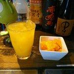 ダイニングバーワイズ - カシス・オレンジ 650円と突き出しのポリンキー