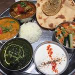 インドカレー&ナン ムンバイ - ガルカスワードプレート(ダルバート)