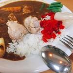 カフェ デ カリー - 8種類の野菜と骨つきチキンカレー(800円)