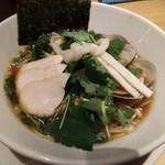 むぎとオリーブ 銀座店 - 鶏・煮干・蛤のトリプルSOBA 980円