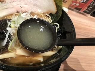 らーめん鷹の爪 新千歳空港店 - 白龍のスープはこんな感じ
