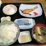 食堂関山 - 焼き魚定食 サケ(orサバ) 850円
