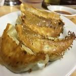 幸楽 - 料理写真:焼き餃子。タレなしそのままでもおいしい!