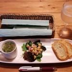 洋食と洋酒 ao-ya - 前菜(サラダ・パン・プチスープ)