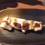 焼き鳥スタンド酒場 角福 - ムネ肉梅しそ、130円