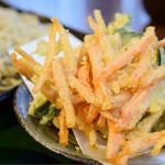 生そば 冨士川 - ◆十割天もり@1,580円 の天ぷら。盛りは良好。