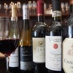 アフェット - ドリンク写真:グラスでお好みのワインを是非!