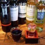やきにく宵緒 - ワインは赤と白がそれぞれ10種類。お値段はボトルで2,500円or5,000円のお手軽さです。