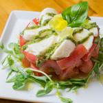 島トマトと島モッツアレラチーズのカプレーゼ