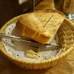 つばめグリル - [料理] バケット入りパン 全景♪w