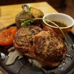 つばめグリル - [料理] 自家製ベーコンで巻いたハンブルクステーキ プレート全景♪w