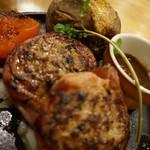 つばめグリル - [料理] 自家製ベーコンで巻いたハンブルクステーキ 全景♪w