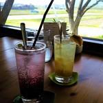 ふたばカフェ - 手前・季節のオリジナルソーダのブルーベリー酢と奥が篠山産ゆずです♪