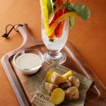 ホテルオークラ神戸 テラスレストラン ビアガーデン - 野菜スティックとローストポテト バーニャカウダーソース