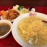 67166390 - ハーフサイズの天津飯と唐揚げ