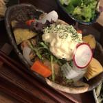 PUBLIC KITCHEN cafe - 唐揚げの周りに蒸したお野菜が甘くて美味しい