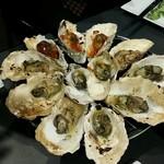 牡蠣&海老バル EAST BLUE - ウニバター、アンチョビバター、ガーリックバター柚子胡椒トマト