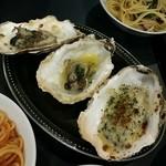 牡蠣&海老バル EAST BLUE - アンチョビ、ウニ、牡蠣グラタン
