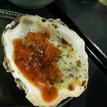 牡蠣&海老バル EAST BLUE - 牡蠣グラタンにパスタのトマトソースがけ