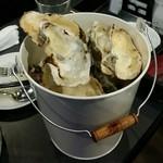 牡蠣&海老バル EAST BLUE - 殻入れ