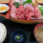 みなと市場 小松鮪専門店 - 「中おち定食」