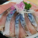 みなと市場 小松鮪専門店 - 「特選赤身と青森〆銀鯖丼」