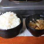あんべ - ご飯と味噌汁