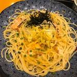 67176275 - 海老とタラバガニと本からすみのアーリオオーリオ1100円スープ付き
