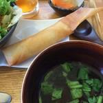 ゆるり 中華食堂 癒食同源 - カニクリーム春巻きと薬膳スープ