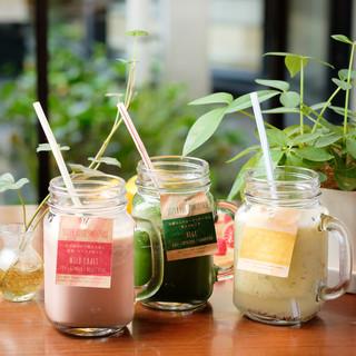 季節に合わせた旬の食材を使用したスムージー